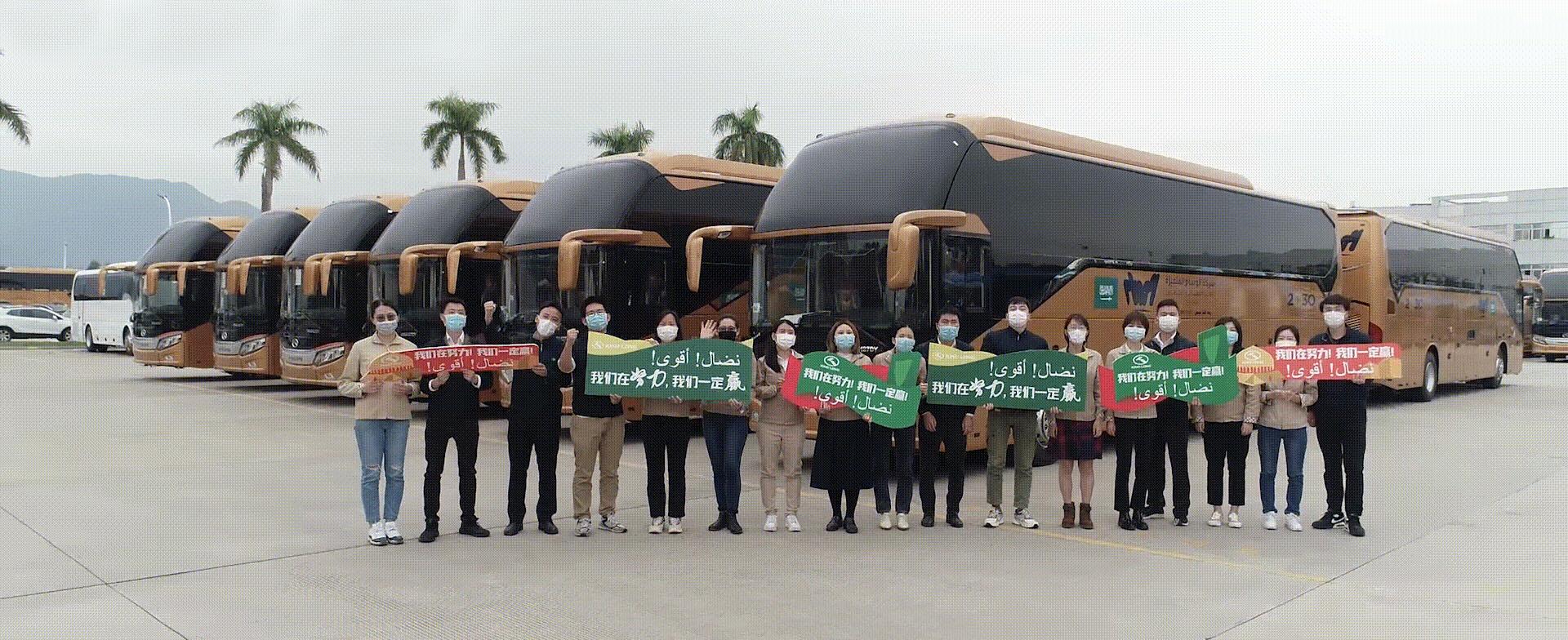 疫情下的中国制造:213辆金龙客车豪华大巴如约从厦门码头出发远赴沙特
